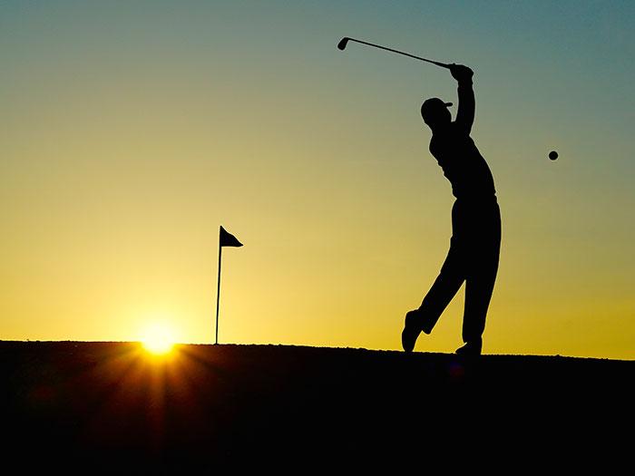 Wellness-Pakete oder Abschlagzeiten auf bevorzugten Golfplätzen
